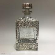 """维多利亚时期 """"镂空银包琉璃"""" 方形酒瓶"""