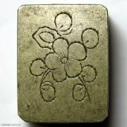 梅花刻花铜质小粉盒